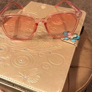 Blush transparent sunglasses 😎